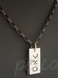 Cadena acero negro con dije de los 72 nombre de Dios en plata 950 y ónix natural