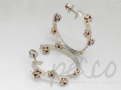 Candongas flores en oro 18 quilates engastado con diamantes rubi