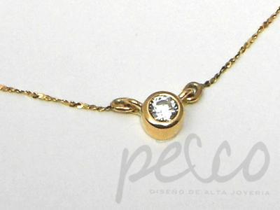 Gargantilla elaborada en oro amarillo de 18 kilates diamante natural